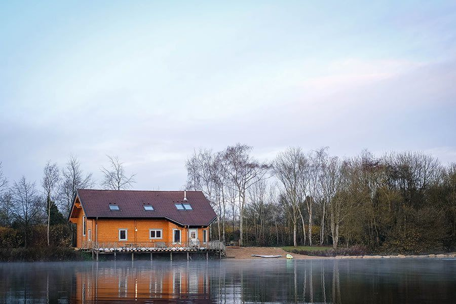 log-cabin-holiday-by-lake