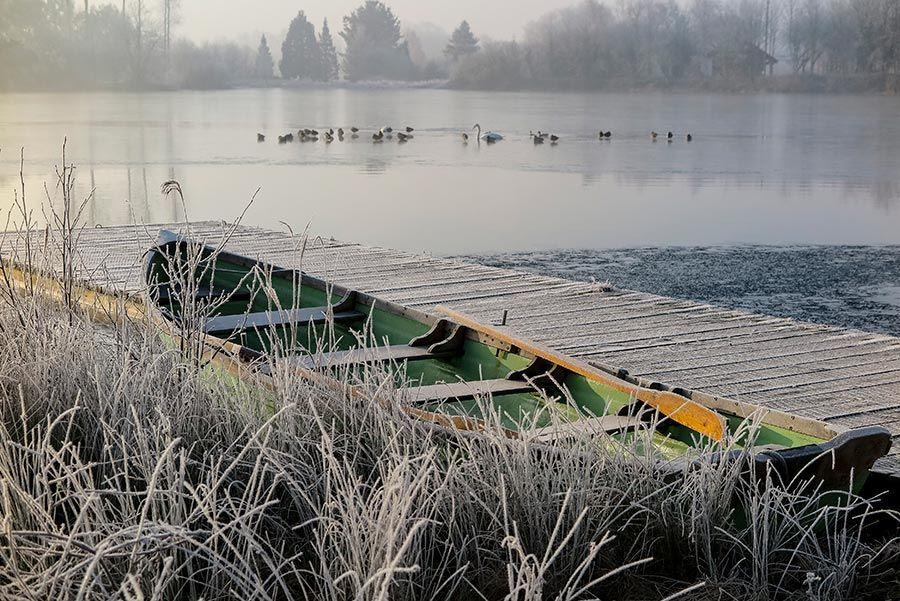 winter-lake-holiday